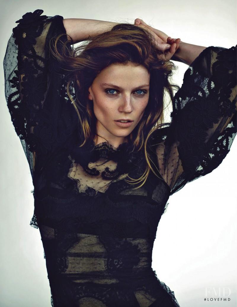 Masha Novoselova featured in Natural Woman, October 2013