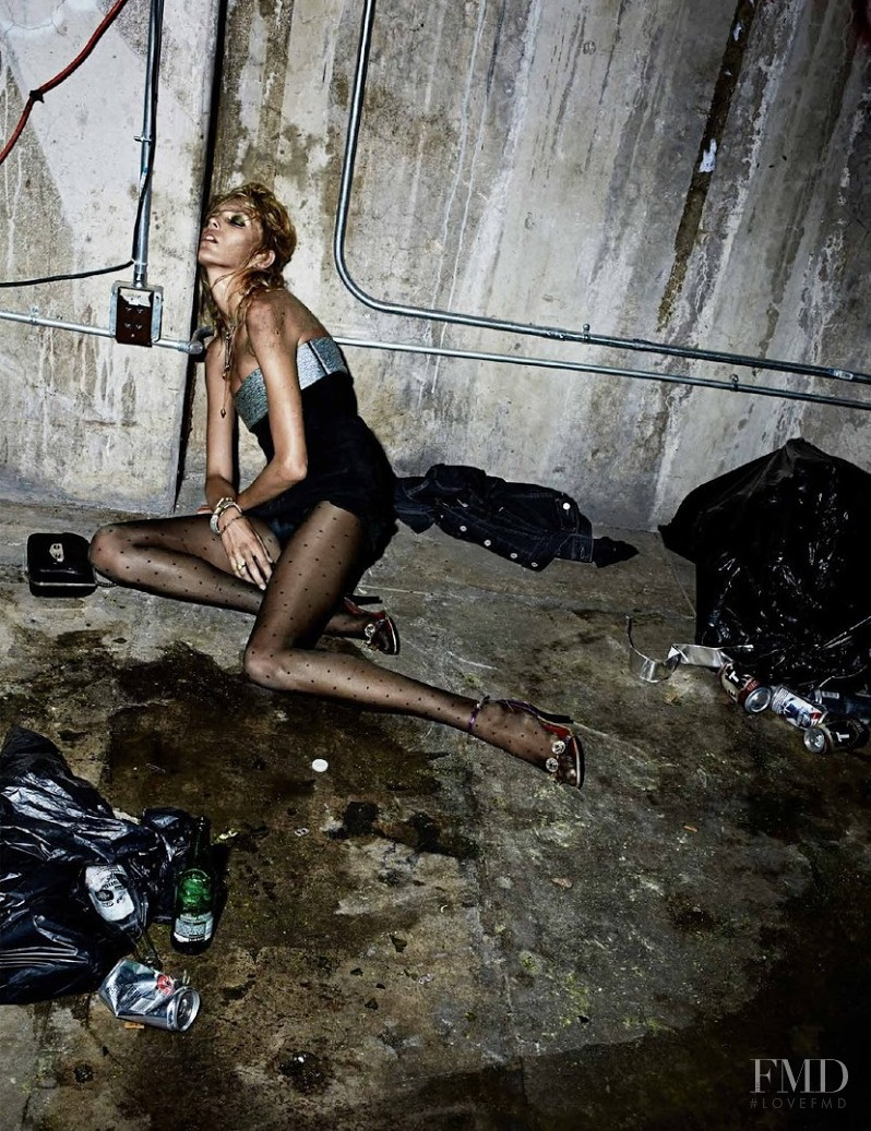 Пьяная девушка в грязи 17 фотография