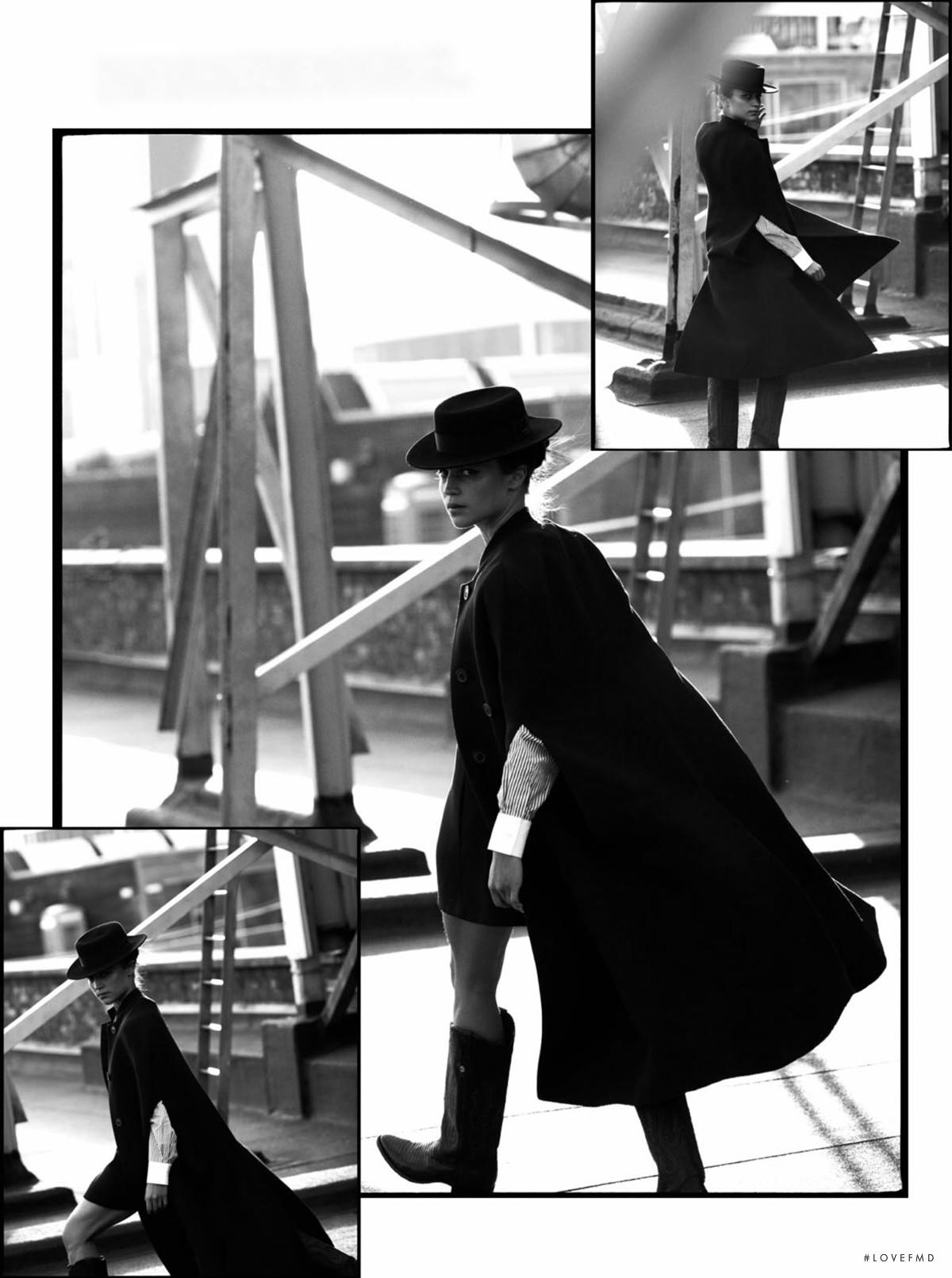 Алисия Викандер в фотосессии Elle UK (апрель 2018) - модный образ в пальто, шляпе и ковбойских сапогах