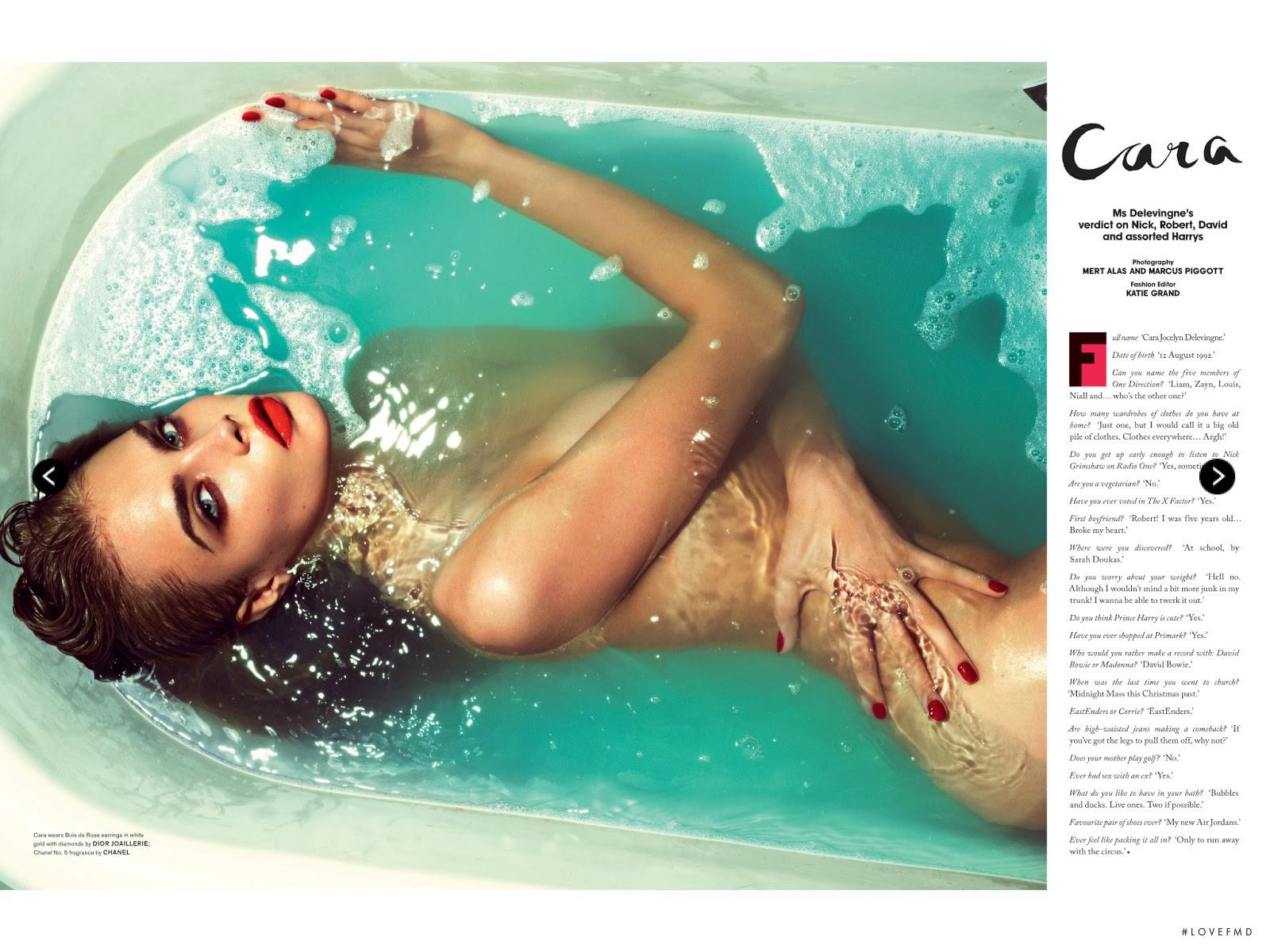 Фото голая девочка в ванной 15 фотография