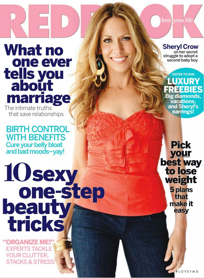 Sheryl Crow featured on the Redbook cover from August 2010