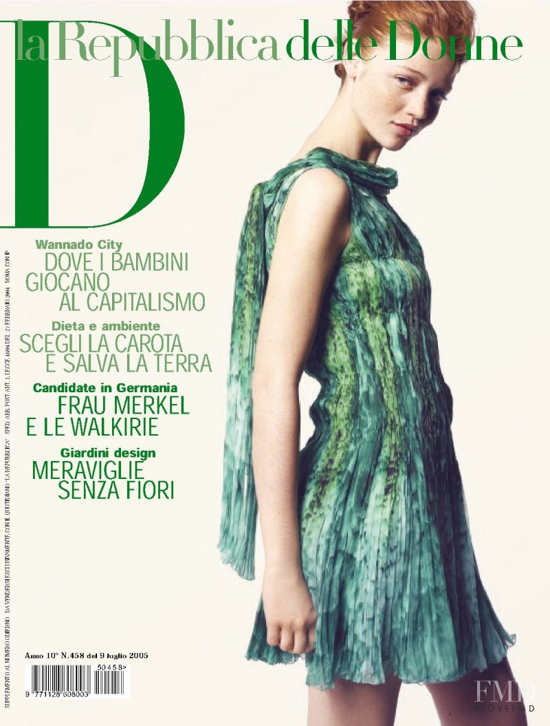 Cintia Dicker featured on the La Repubblica delle Donne cover from July 2005