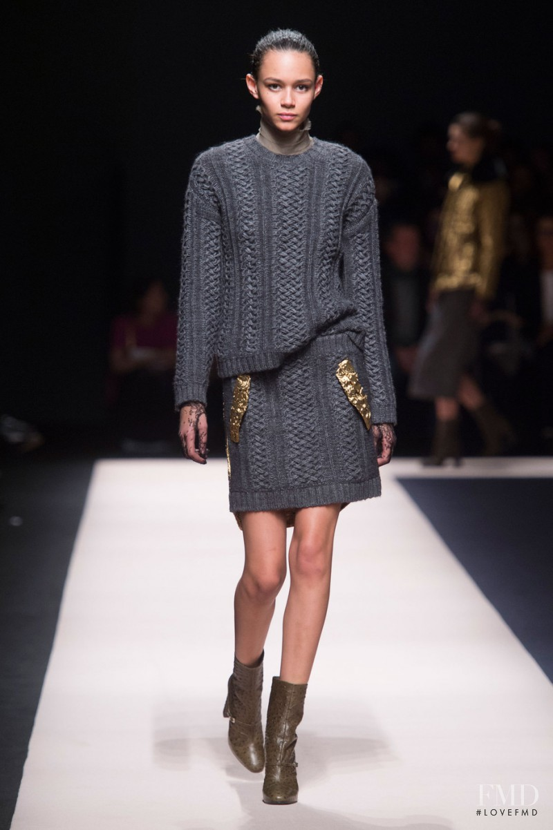 Binx Walton featured in  the N° 21 fashion show for Autumn/Winter 2015