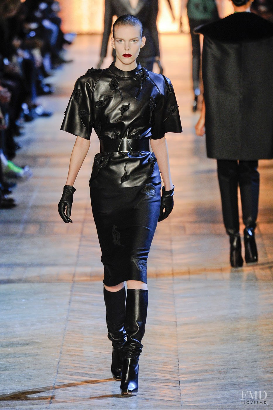 Saint Laurent Spring 2018 Ready-to-Wear Collection - Vogue 17