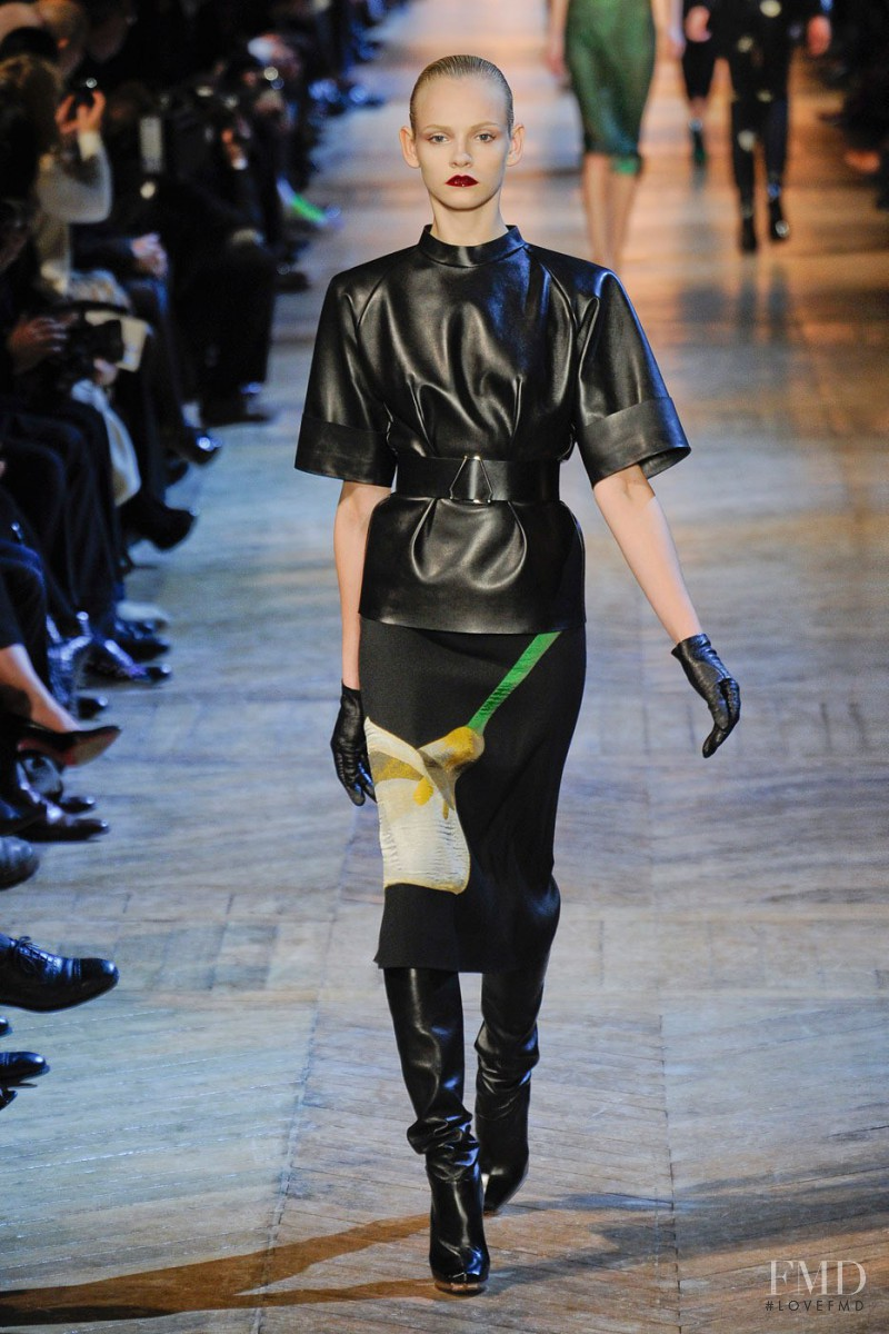 Saint Laurent Spring 2018 Ready-to-Wear Collection - Vogue 15