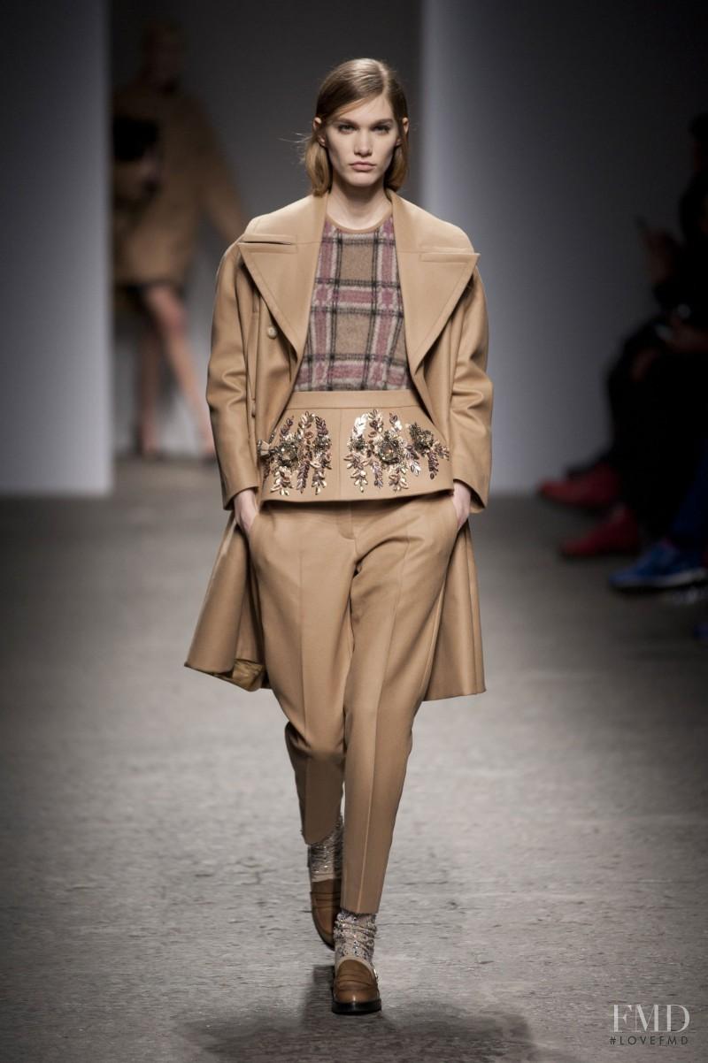 Irina Nikolaeva featured in  the N° 21 fashion show for Autumn/Winter 2013