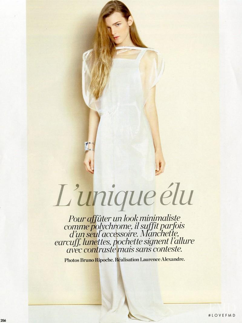 Nastya Abramova featured in L\'unique élu, April 2015