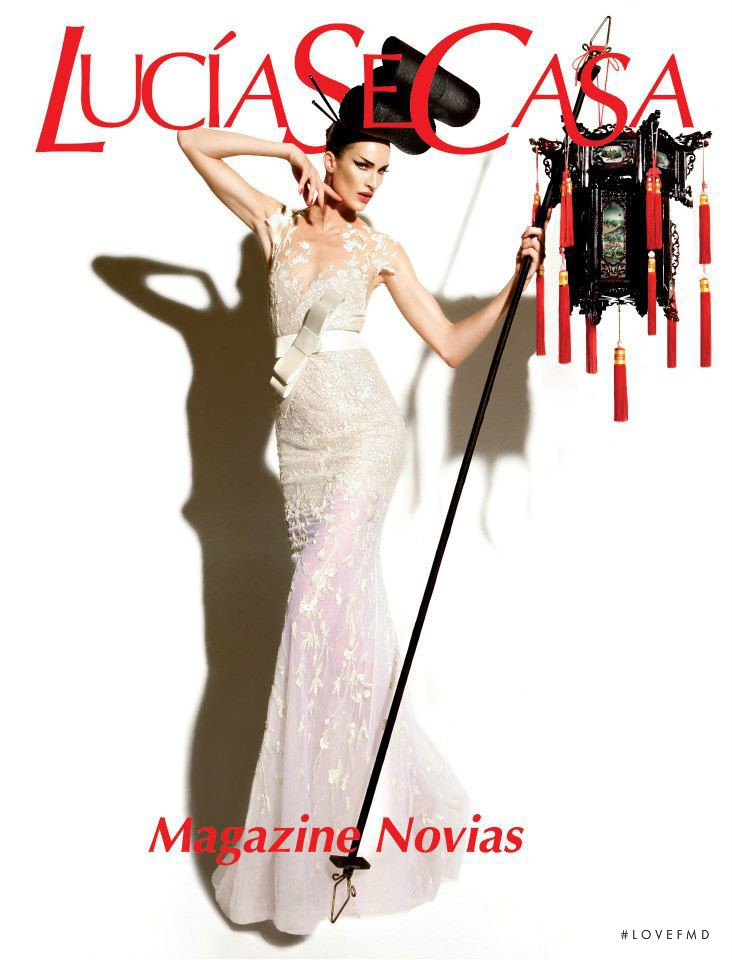 Madeleine Hjort featured on the LucíaSeCasa cover from September 2012