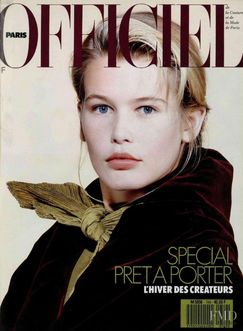 Claudia Schiffer featured on the L\'Officiel France cover from June 1989