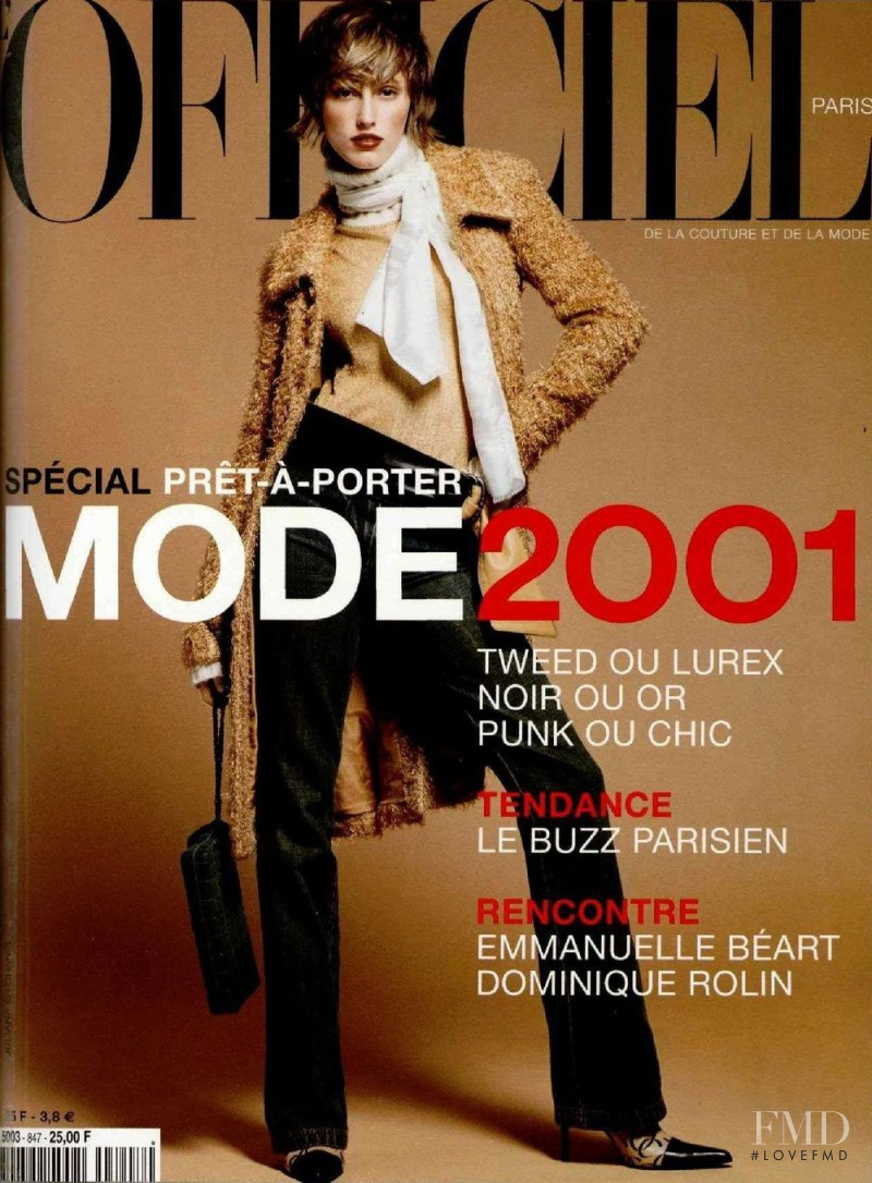 featured on the L\'Officiel France cover from August 2000
