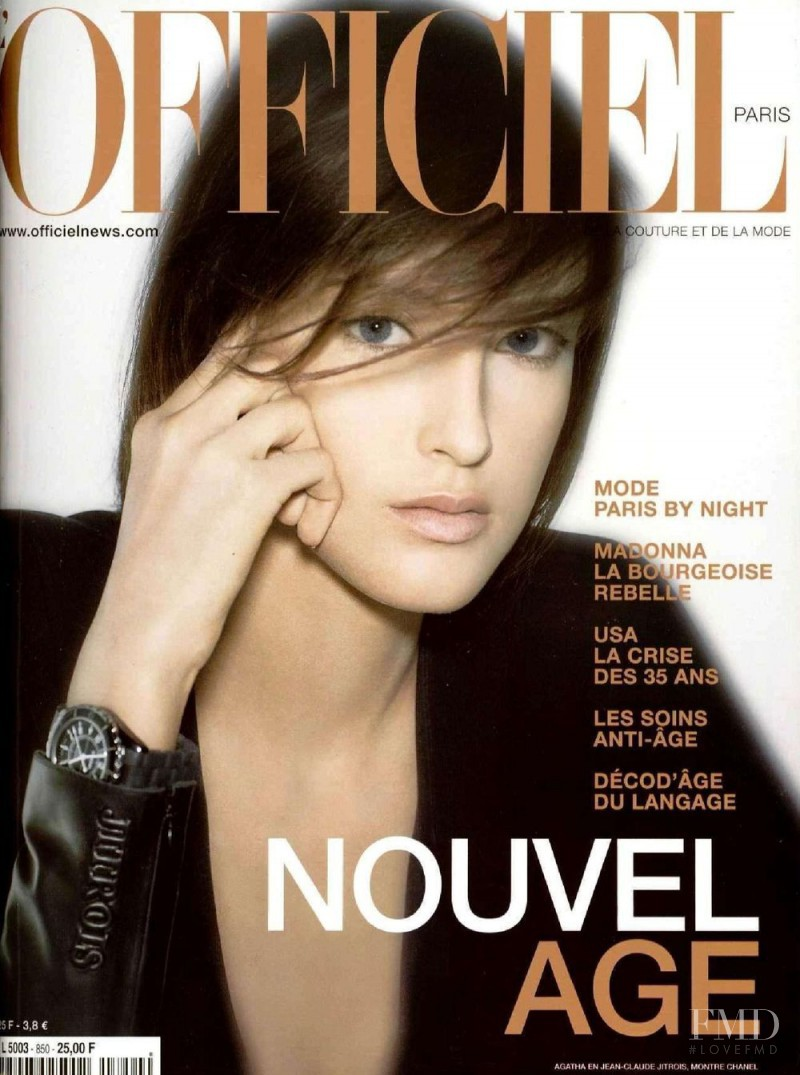 featured on the L\'Officiel France cover from November 2000