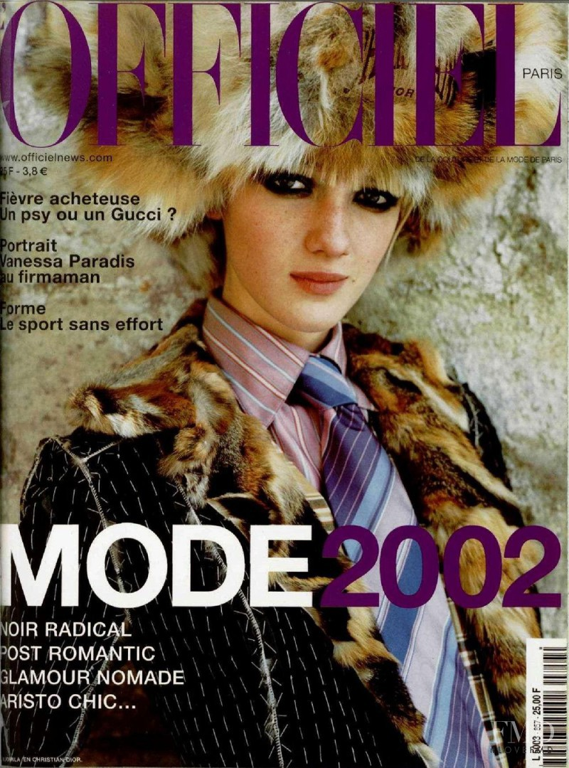 featured on the L\'Officiel France cover from August 2001
