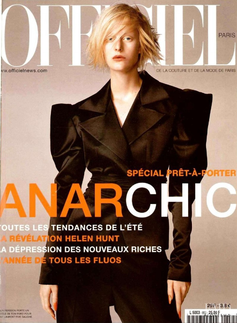 featured on the L\'Officiel France cover from February 2001