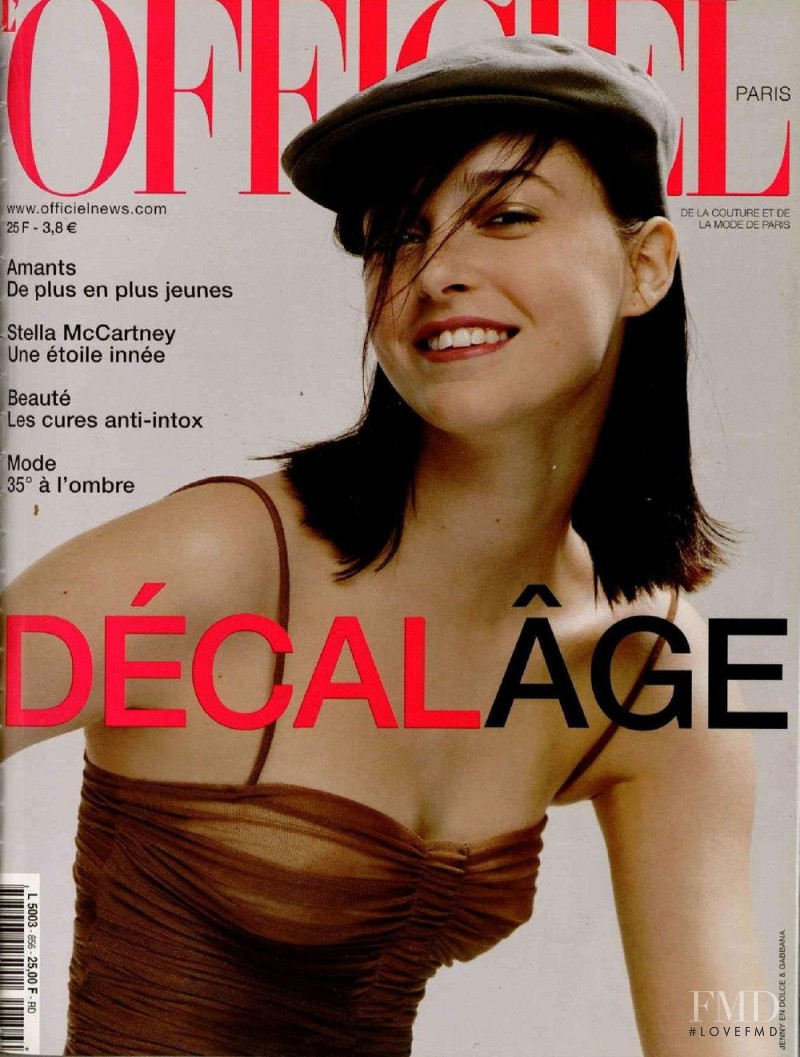 featured on the L\'Officiel France cover from June 2001