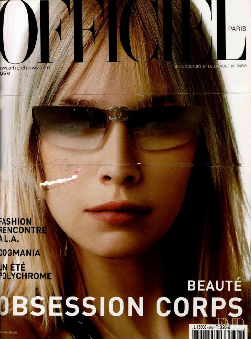 featured on the L\'Officiel France cover from May 2002