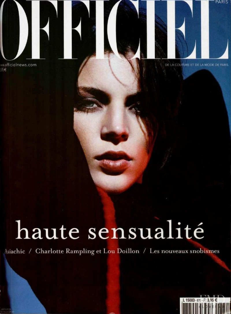 featured on the L\'Officiel France cover from November 2002