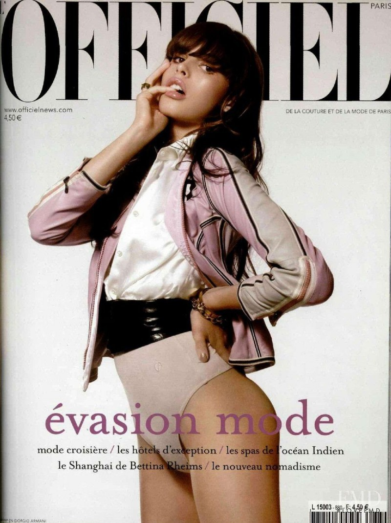 featured on the L\'Officiel France cover from November 2003
