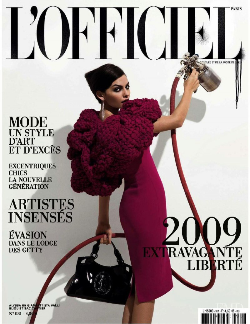 featured on the L\'Officiel France cover from December 2008
