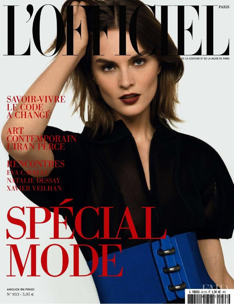 featured on the L\'Officiel France cover from March 2009