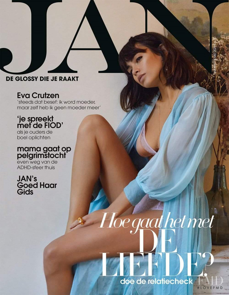 Beatriz Fernández featured on the Jan cover from May 2021