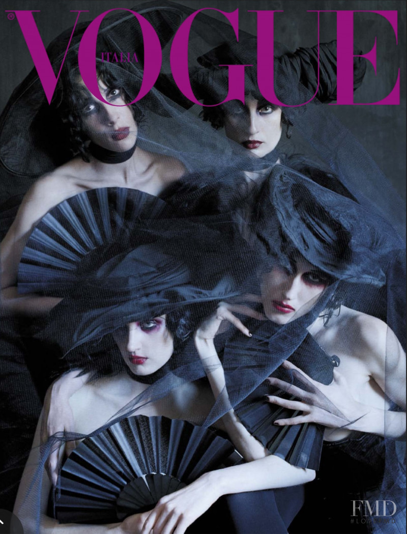 Erin O Connor, Anna Cleveland featured on the Vogue Italy cover from December 2015