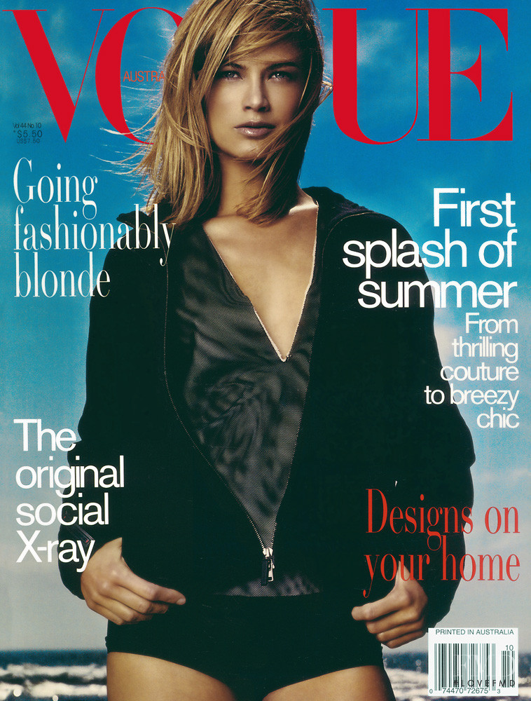 Carolyn Murphy featured on the Vogue Australia cover from October 1999