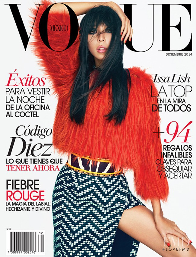 Issa Lish featured on the Vogue Mexico cover from December 2014