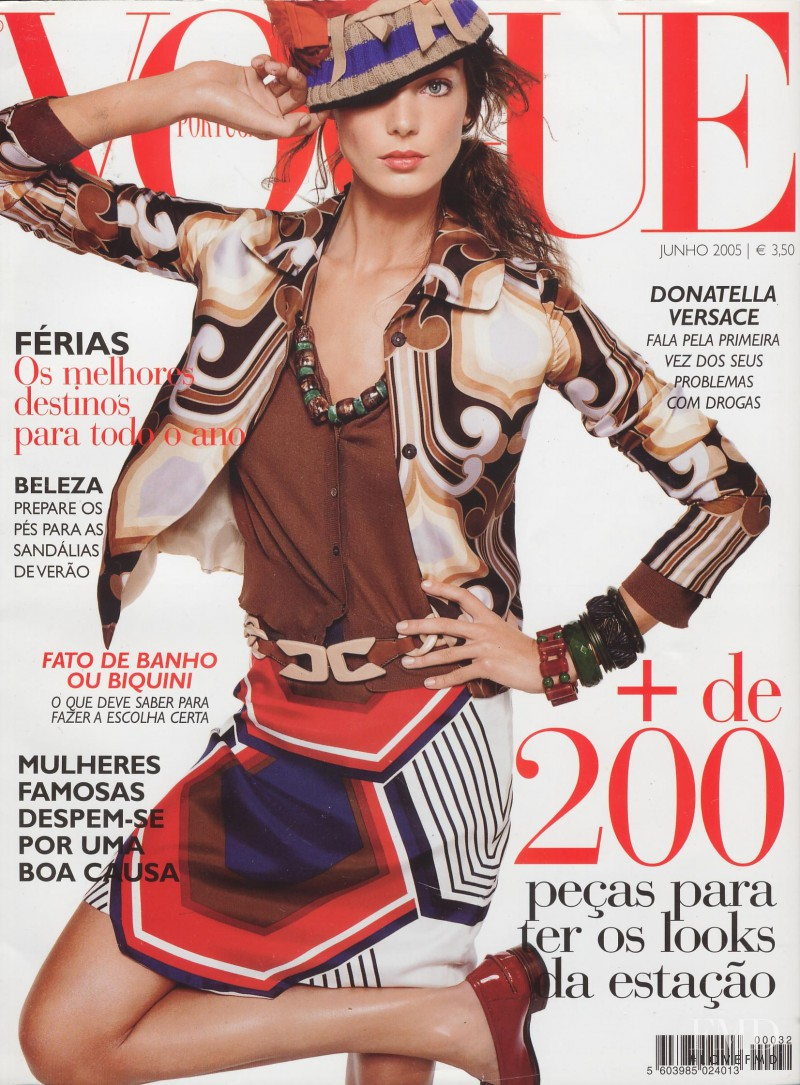 Daria Werbowy featured on the Vogue Portugal cover from June 2005