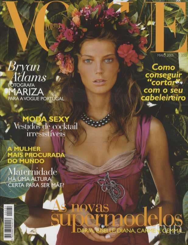 Daria Werbowy featured on the Vogue Portugal cover from May 2005