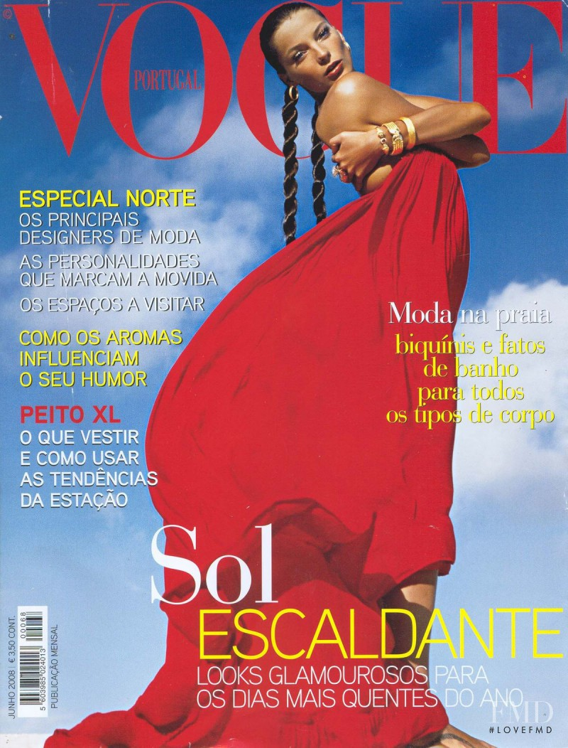Daria Werbowy featured on the Vogue Portugal cover from June 2008