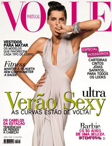 Daria Werbowy featured on the Vogue Portugal cover from April 2009