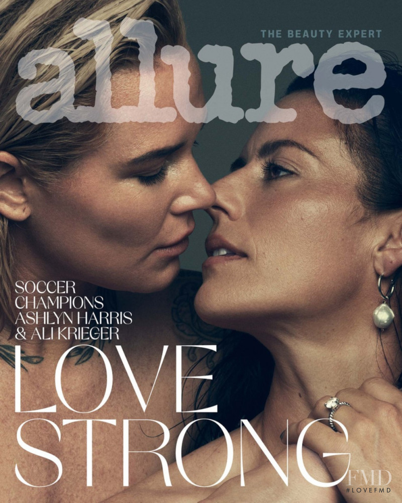 Ali Krieger, Ashlyn Harris featured on the Allure cover from August 2020