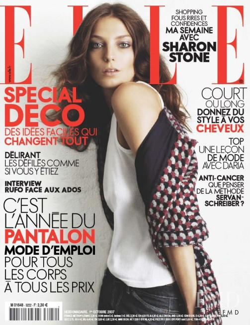 Daria Werbowy featured on the Elle France cover from October 2007