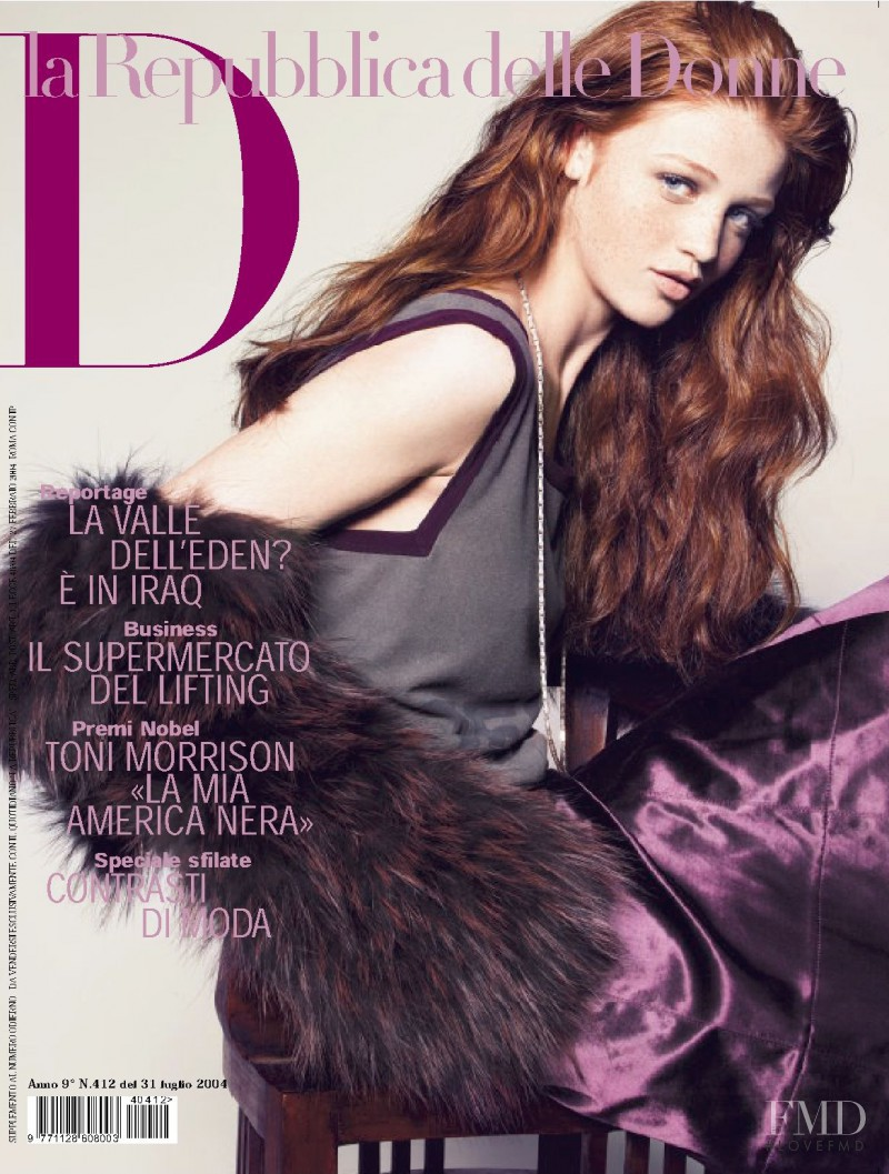 Cintia Dicker featured on the La Repubblica delle Donne cover from July 2004