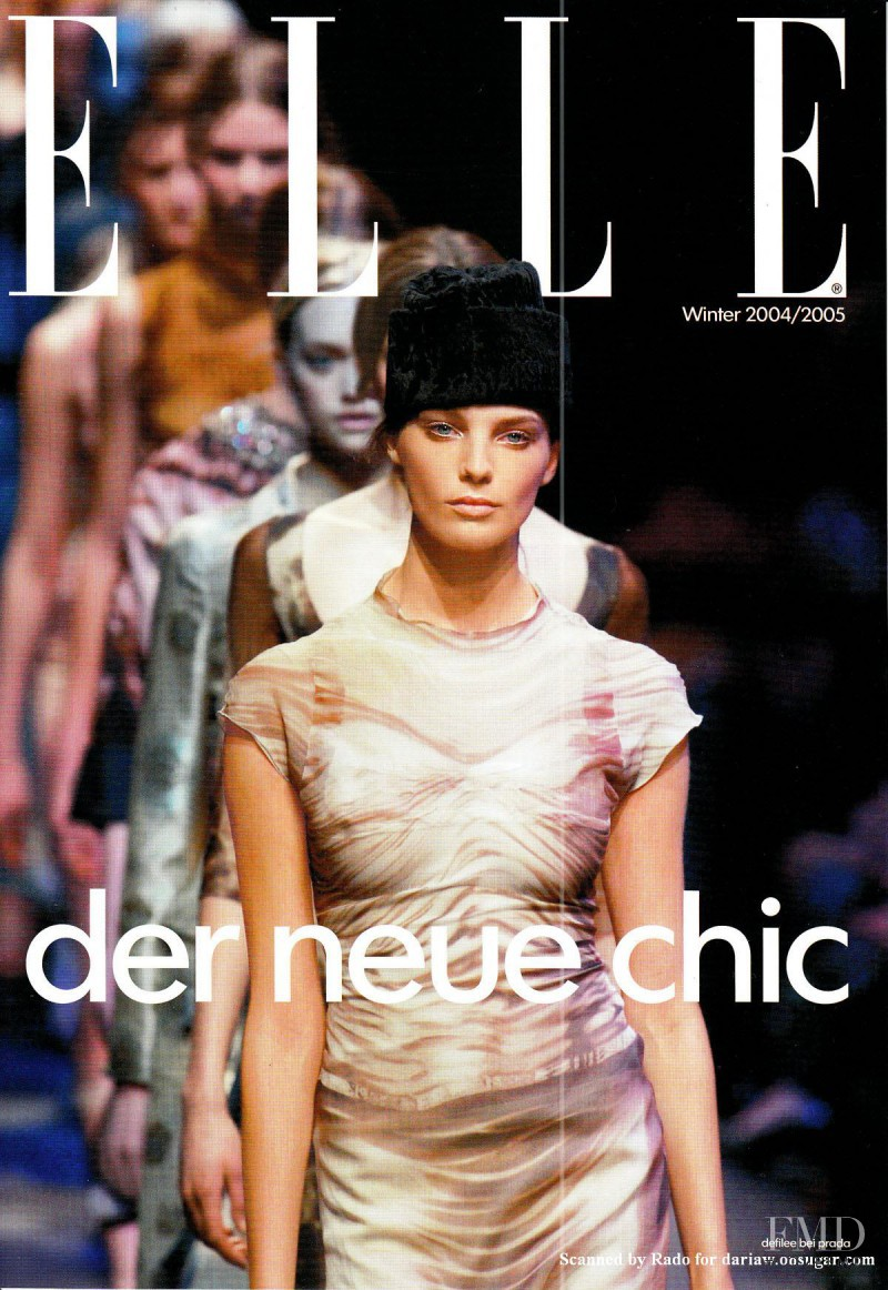 Daria Werbowy featured on the Elle Germany cover from December 2004
