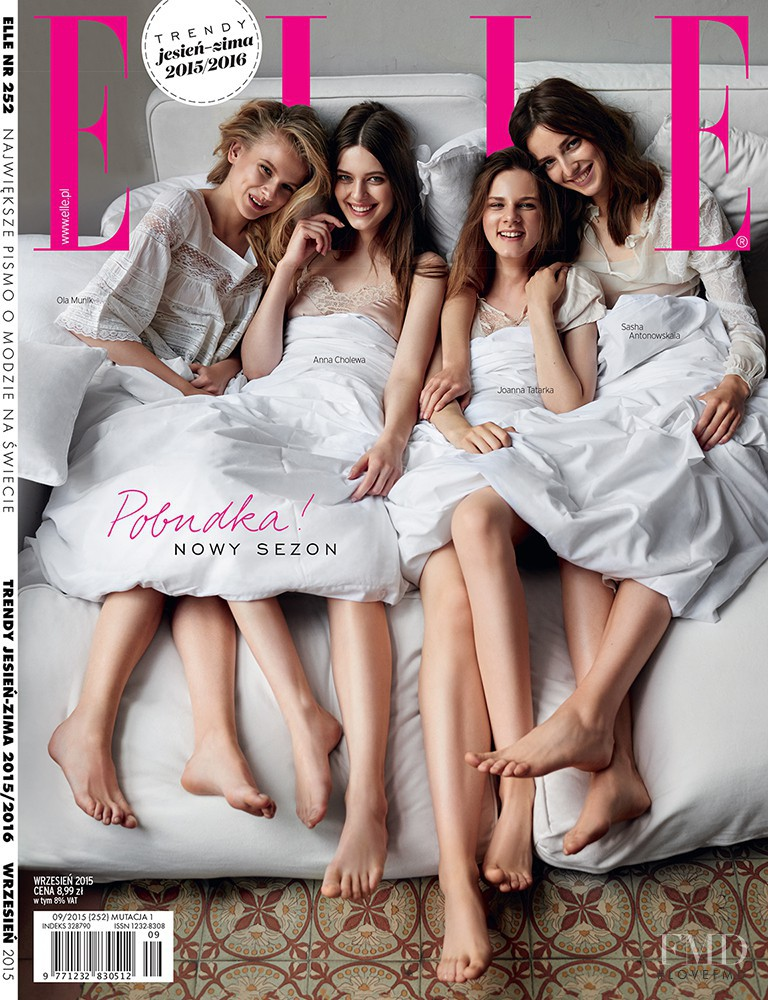 Sasha Antonowskaia, Ola Munik featured on the Elle Poland cover from September 2015