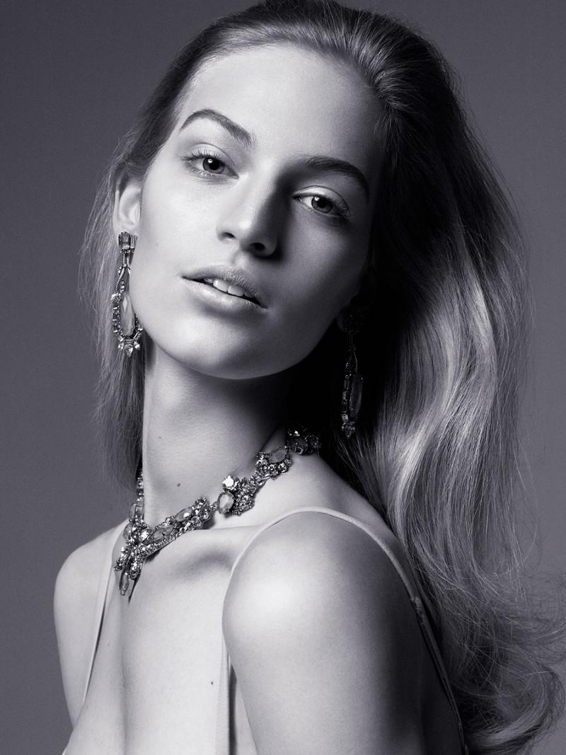 Photo of model Vanessa Axente - ID 448117