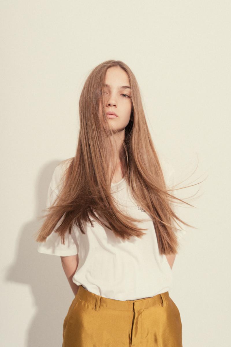 Photo of model Mira Molnar - ID 618806