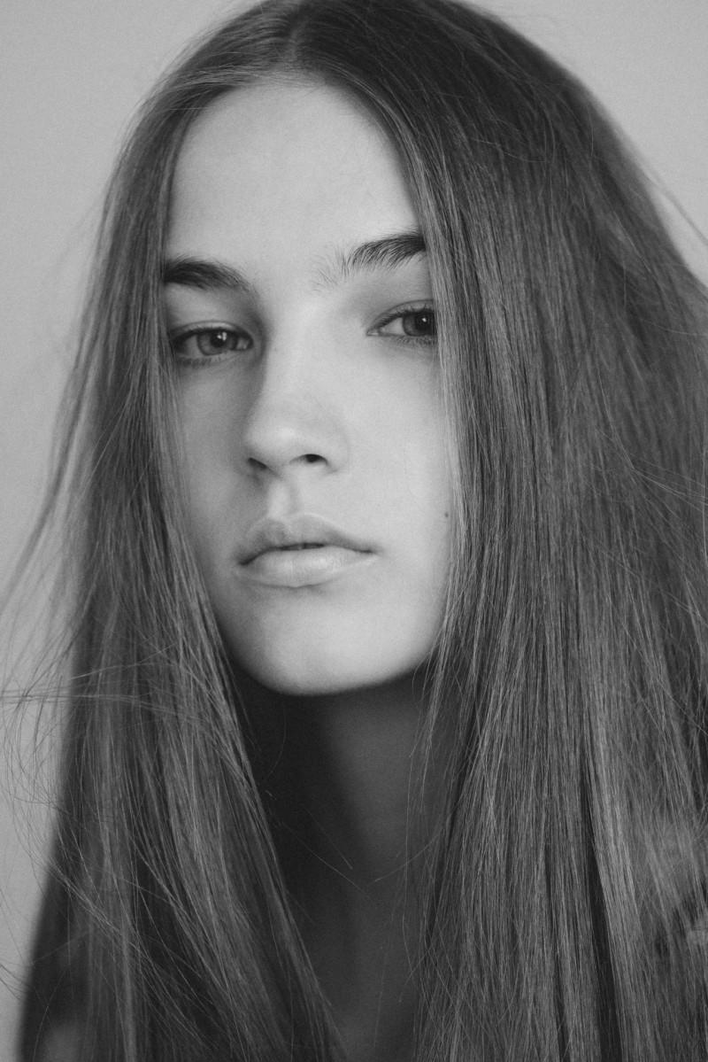 Photo of model Mira Molnar - ID 618810