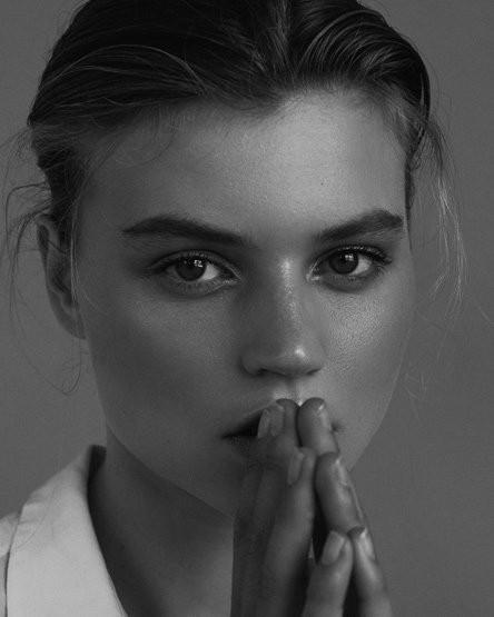 Photo of model Lottie Aaron - ID 649098