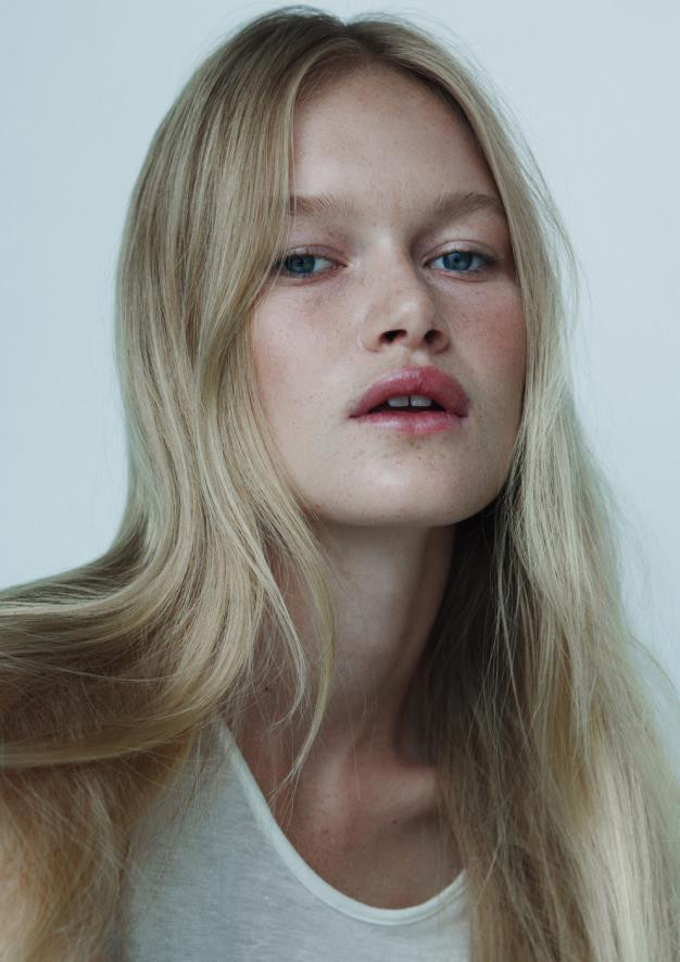 Photo of model Alice Morgan - ID 543402
