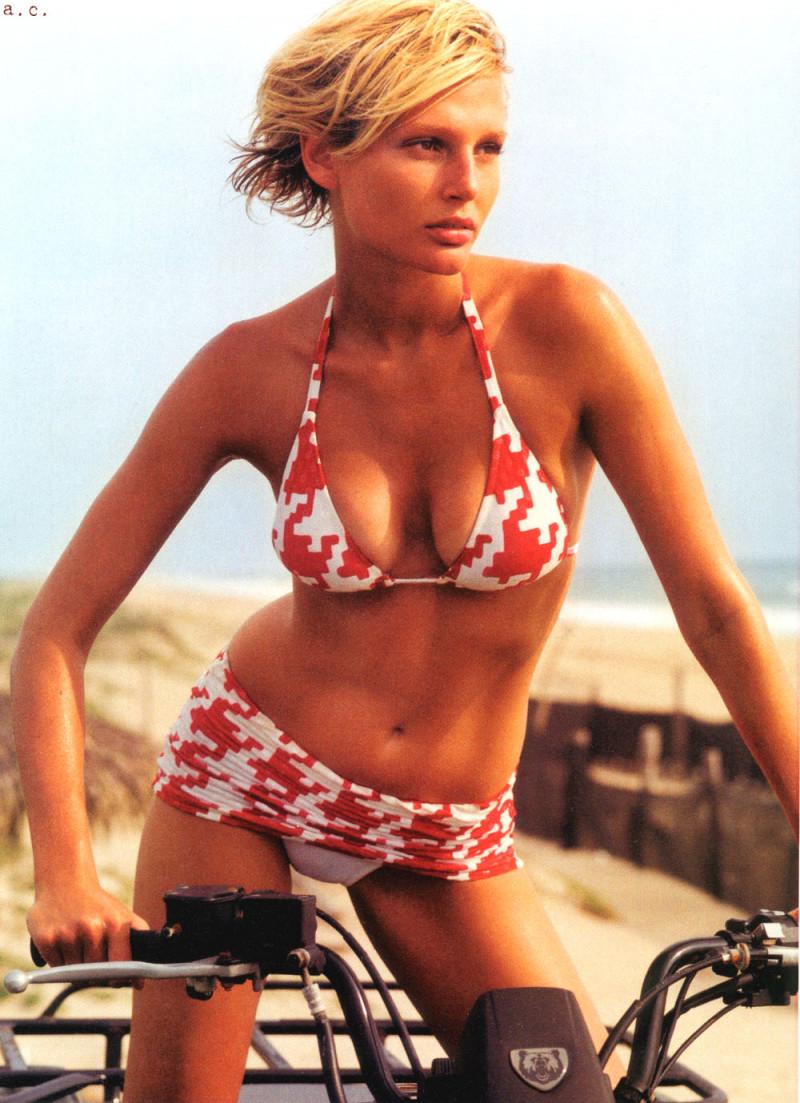 Photo of model Bridget Hall - ID 38412