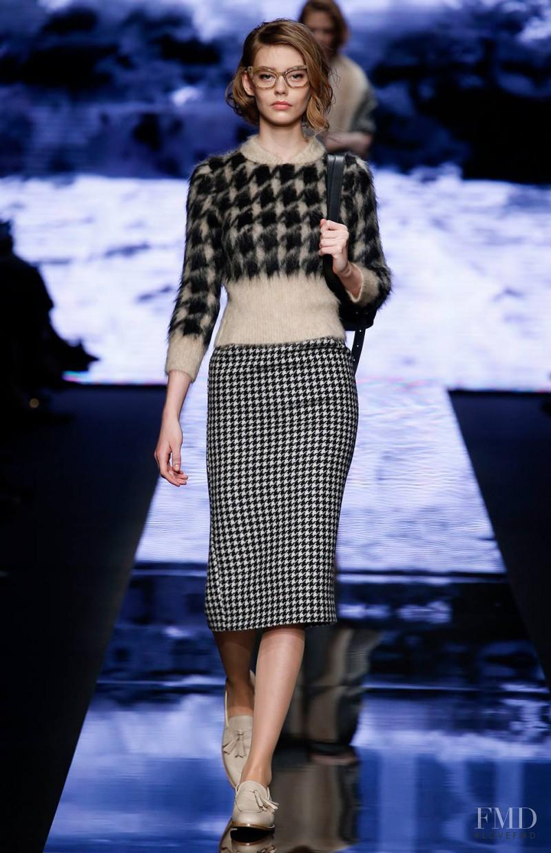 Ondria Hardin featured in  the Max Mara fashion show for Autumn/Winter 2015