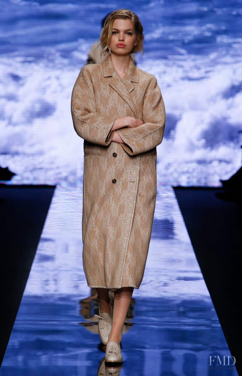 Daphne Groeneveld featured in  the Max Mara fashion show for Autumn/Winter 2015