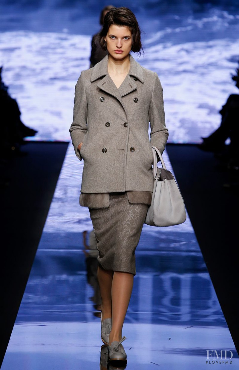 Julia van Os featured in  the Max Mara fashion show for Autumn/Winter 2015