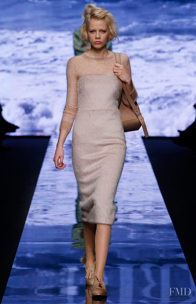 Marjan Jonkman featured in  the Max Mara fashion show for Autumn/Winter 2015