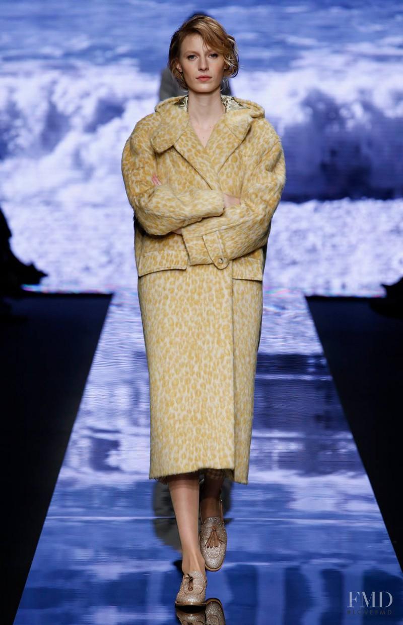 Julia Nobis featured in  the Max Mara fashion show for Autumn/Winter 2015
