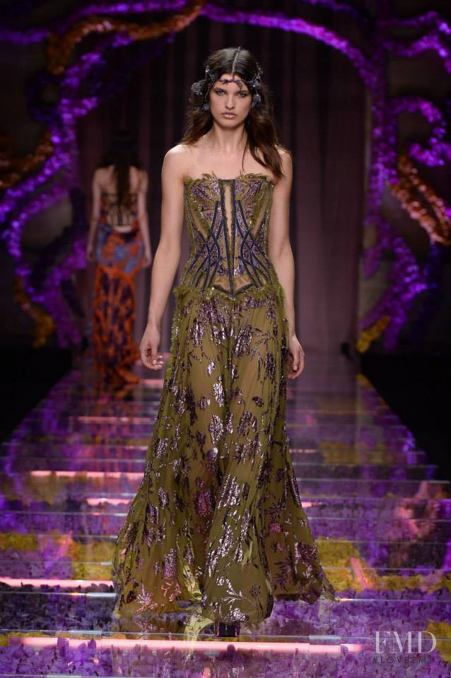 Julia van Os featured in  the Atelier Versace fashion show for Autumn/Winter 2015