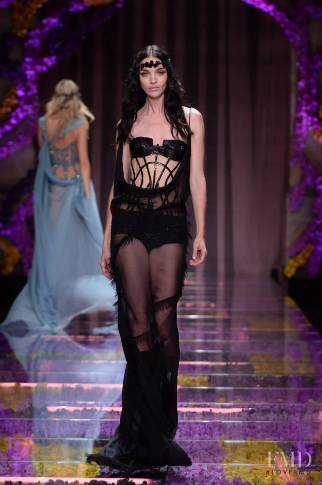 Mariacarla Boscono featured in  the Atelier Versace fashion show for Autumn/Winter 2015