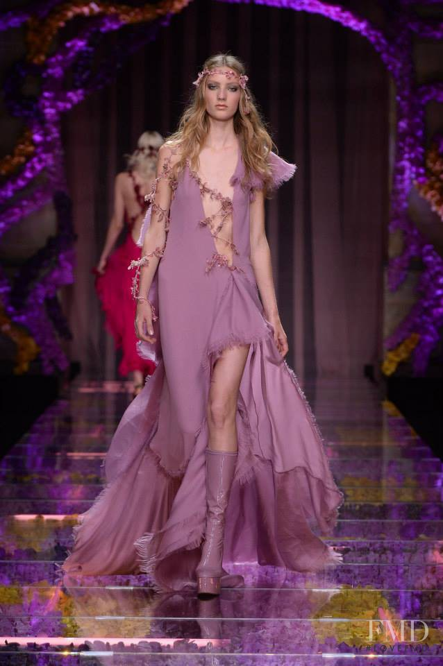 Susanne Knipper featured in  the Atelier Versace fashion show for Autumn/Winter 2015